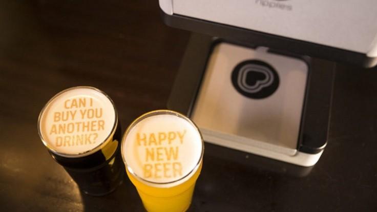 Prístroj Beer Ripples vám napíše správu do peny v pive