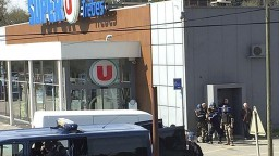 Odhalili identitu muža, ktorý zabíjal rukojemníkov v supermarkete