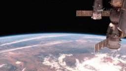 K ISS sa pripojil ruský Sojuz, na palube priniesol rozprávkovú postavičku
