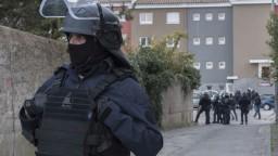 Policajt sa obetoval a pomohol ukončiť rukojemnícku drámu