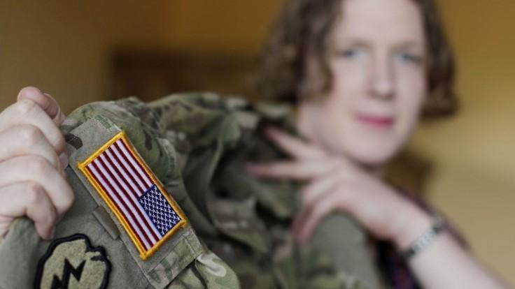 Transrodoví ľudia sa do armády USA nedostanú, sú vraj hrozbou