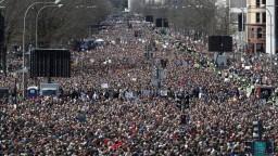 Americkí študenti sa už nechcú báť, pochodovali za zákaz zbraní