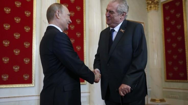 Zeman si chce overiť podozrenie Ruska o nervovej látke novičok