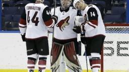 NHL: Pánik asistoval pri víťazstve Arizony v Tampe, má 30 bodov