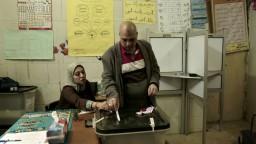 V Egypte rátajú hlasy, volebné miestnosti zívali prázdnotou