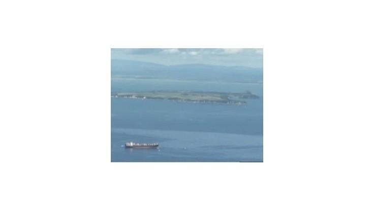 Z lode Rena, ktorá uviazla pri Novom Zélande, uniká do mora čoraz viac oleja
