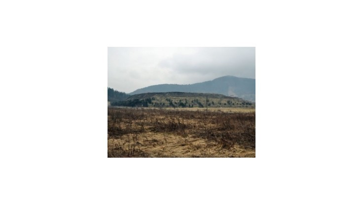 Pole nad Nižným Hrabovcom pripomína skládku odpadu