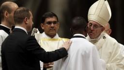 Pápež pokrstil migranta, ktorého označil za príklad statočnosti