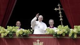 Pápež vystúpil s tradičným posolstvom, vyzval k vzájomnému rešpektu
