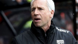 Najslabší klub Premier League opúšťa tréner i jeho asistent