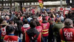 Francúzske železnice vstúpili do štrajku, doprava je paralyzovaná