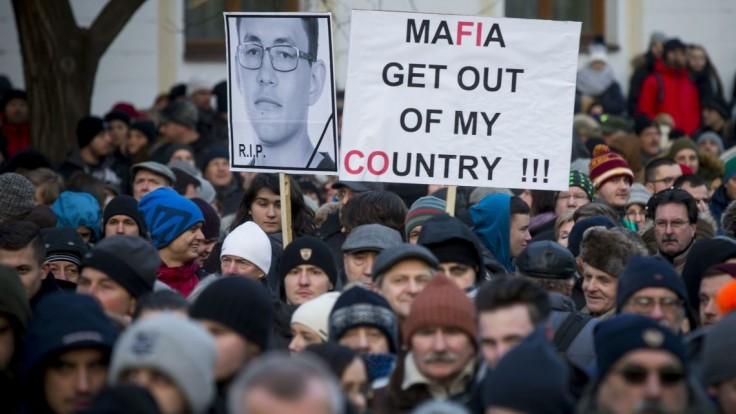 Nového premiéra mrzia pokračujúce protesty. Drucker má voľné ruky