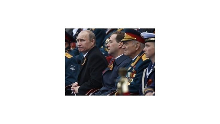 Po Červenom námestí v Moskve pochodovali tisíce vojakov
