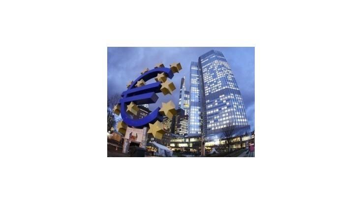 Európske záchranné fondy by mali ísť priamo bankám, tvrdí guvernér ICB