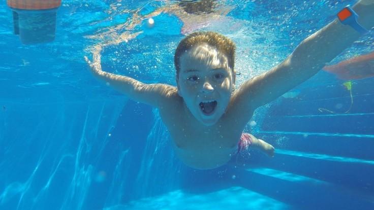 Nositeľné zariadenie so sonarom postráži vaše ratolesti pri bazéne