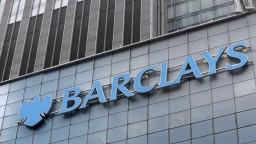 Manažéri britskej banky manipulovali s úrokmi, čaká ich súd
