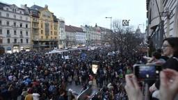 V Česku sa zišli tisíce ľudí, protestovali proti Babišovej vláde