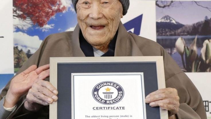 Najstarší muž sveta prevádzkoval krčmu a miluje horúce pramene