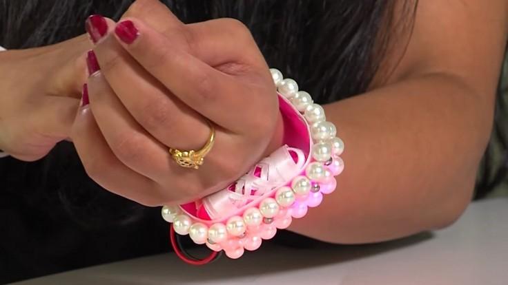 Šperk v podobe náramku dokáže sám privolať pomoc pri napadnutí