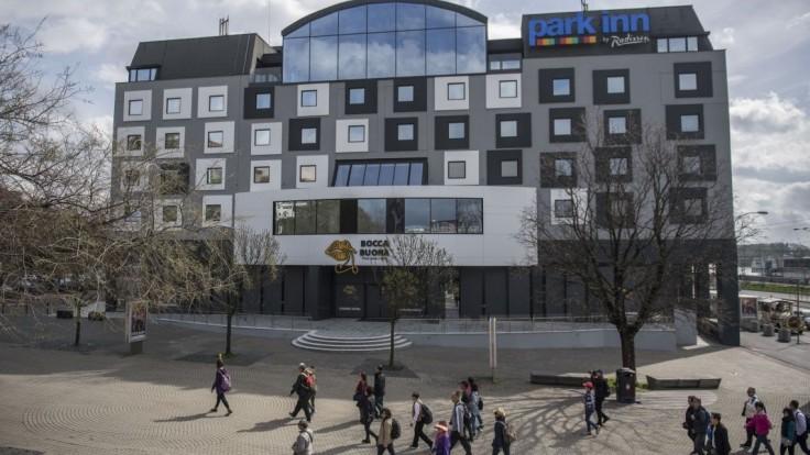 Najkritizovanejší bratislavský hotel musí zmeniť fasádu