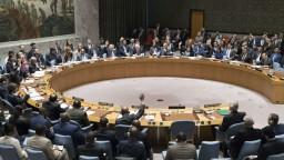 Západ kontruje svojou rezolúciou, odsudzuje nasadenie chemických zbraní v Sýrii