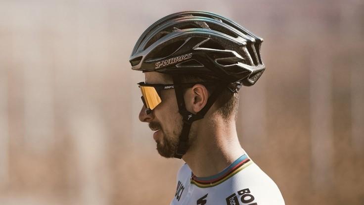 Peter Sagan nosí okuliare, ktoré mu cez magnety uvoľnia nos