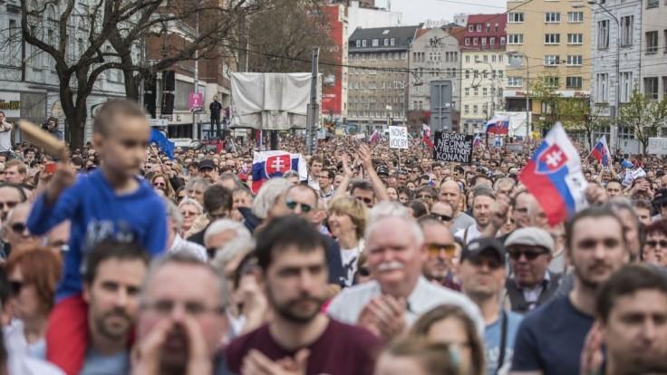 Organizátori protestov sa chcú stretnúť s premiérom, poslali list