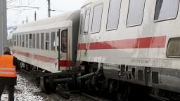 Na stanici v Salzburgu sa zrazili vlaky, zranili sa desiatky ľudí