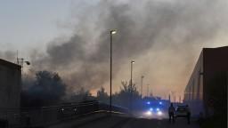 Blízko košickej športovej haly vypukol požiar, museli prerušiť zápas