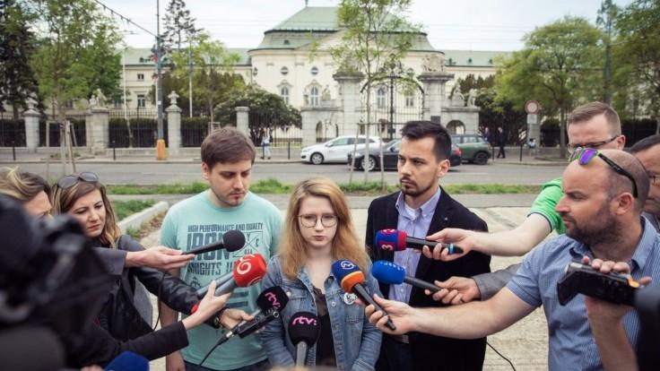 Organizátori protestov žiadajú nezávislosť nového ministra vnútra