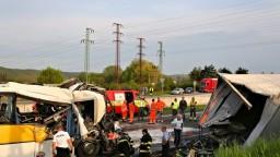 Tragédia na R1: Zrážka autobusu s nákladným autom má obete