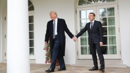 Trump privítal Macrona v USA, hovorí o úžasnom priateľstve