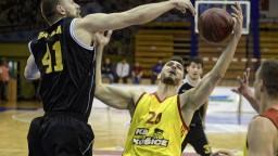 V zápase o titul sa proti sebe postavia basketbalisti Košíc a Levíc