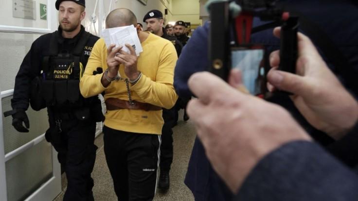Cudzincov, ktorí v Prahe surovo dokopali čašníka, vzali do väzby