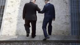 Kim prešiel hranicu. Konalo sa historické stretnutie lídrov Kóreí