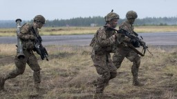 Ministri v Bruseli prerokujú napäté vzťahy NATO a Ruska