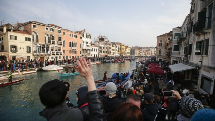 Mestá chcú obmedziť príval turistov, cestovný ruch by mal mať hranice