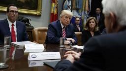 Trump odložil rozhodnutie o clách na dovoz ocele a hliníka o mesiac