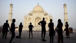 Svetoznámy Tádž Mahal stráca svoju farbu, príčinou je aj hmyz