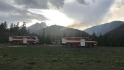 V Tatrách vypukol požiar, stovky ľudí museli evakuovať