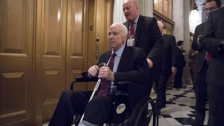 Senátor ostro skritizoval Trumpa, k úprimnosti mu pomohla choroba