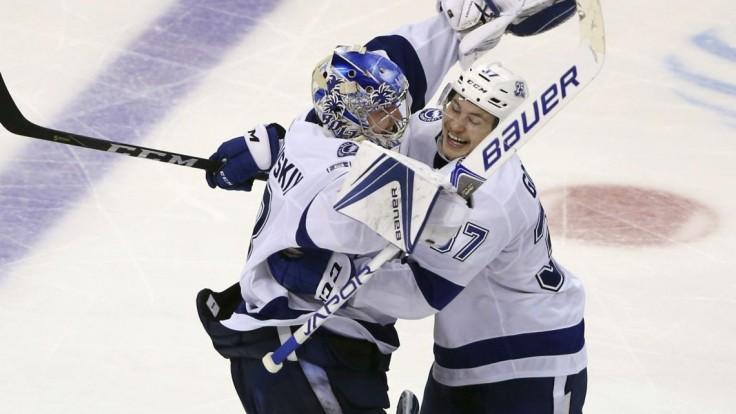 """NHL: Boston inkasoval počas Chárovho trestu, """"blesky"""" v sérii vedú"""