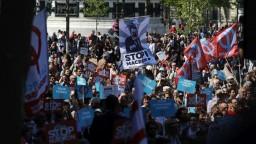 Macronovi odporcovia vyšli do ulíc, nepáčia sa im jeho reformy