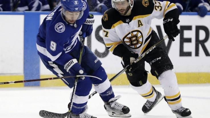 NHL: Chárov Boston nepostúpil, do finále idú Vegas a Tampa