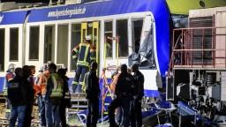 V Nemecku sa zrazili dva vlaky, z miesta nešťastia hlásia obete