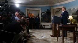 Trump končí s jadrovou dohodou, v Teheráne horela vlajka USA