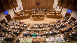 Rokovanie parlamentu o návrhoch zákonov z viacerých rezortov