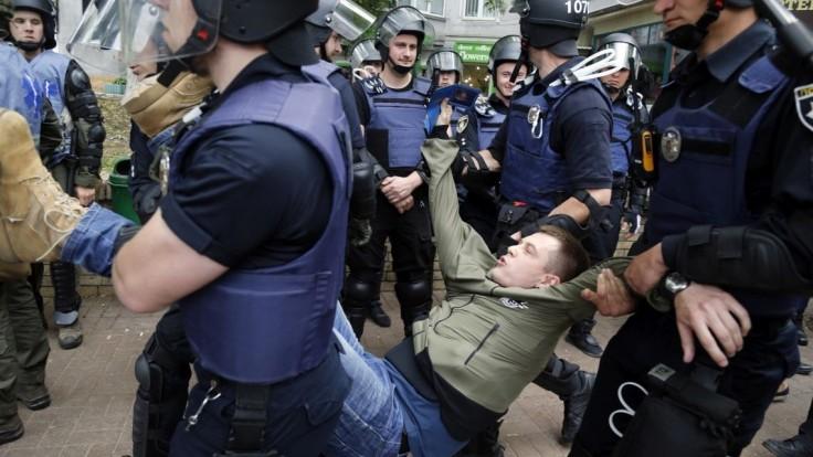 Rus si chcel uctiť víťazstvo nad fašizmom, obliali ho fekáliami