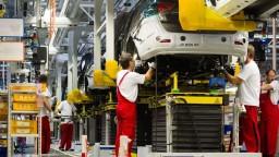 Automobilky, ale aj ťažobné firmy skončili v červených číslach