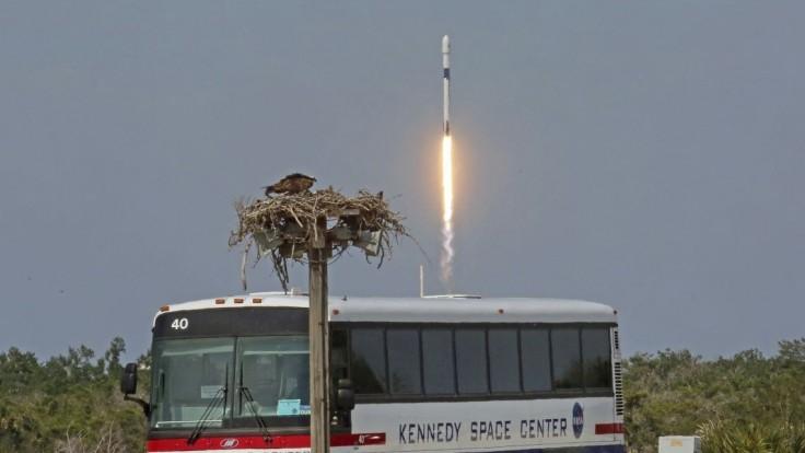Vylepšená raketa Falcon 9 smeruje na obežnú dráhu s bangladéšskou družicou